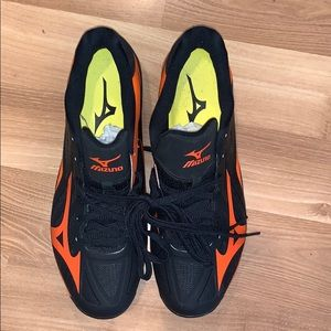 Mizuno black/ orange cleats SIZE 9 EUC!
